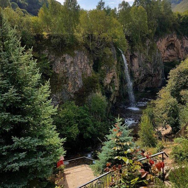 Медовые водопады + гора Кольцо + Замок коварства и любви