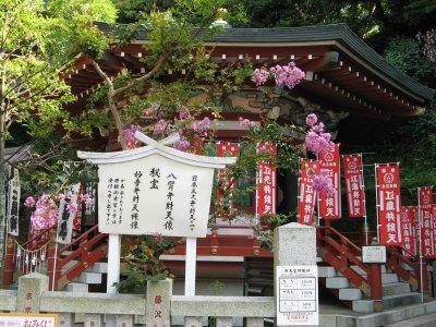 Эноcима (Enoshima) — островок трёх святилищ
