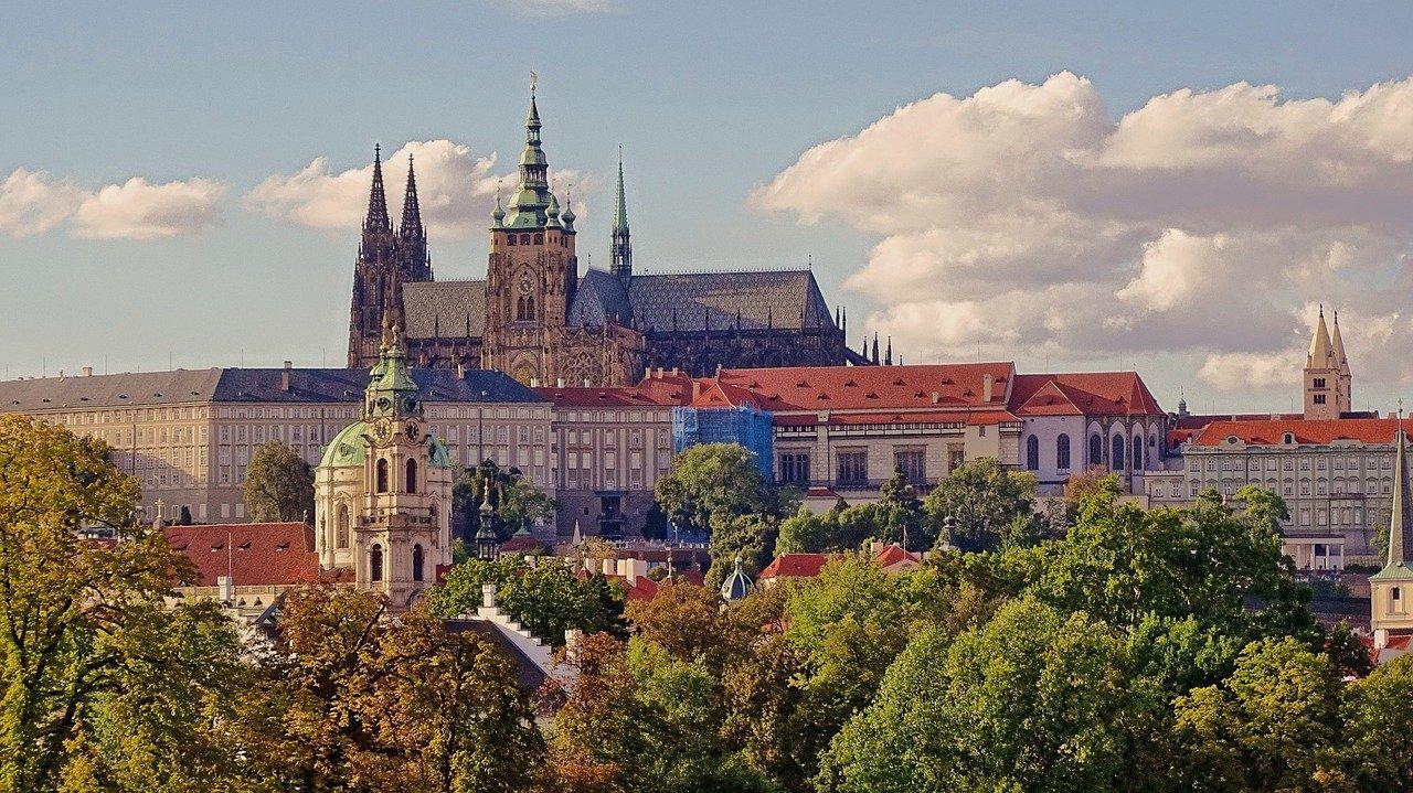 Прогулка по Праге с языковым тренингом (англ.)