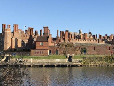 Хэмптон-корт — замок Генриха XIII