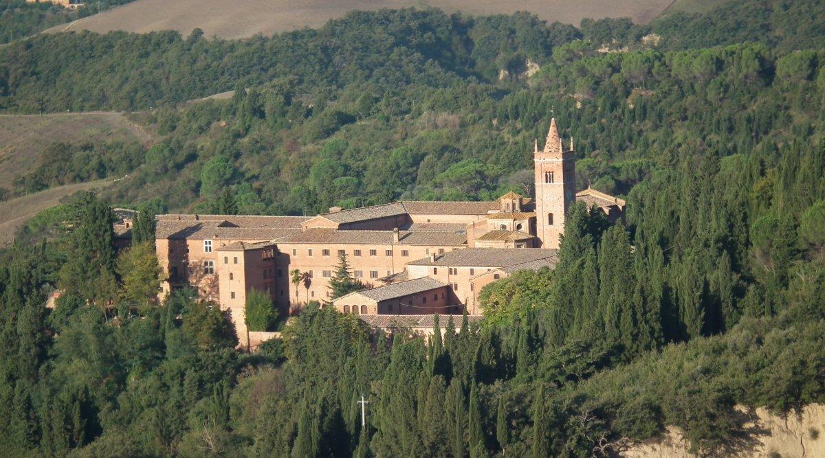 Средневековые аббатства возле Сиены: Монте-Оливето и Сант-Антимо. Живопись, архитектура, пейзаж