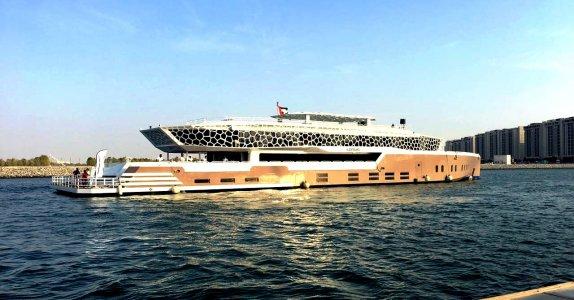 Круиз на мега яхте по каналу Дубай Марина