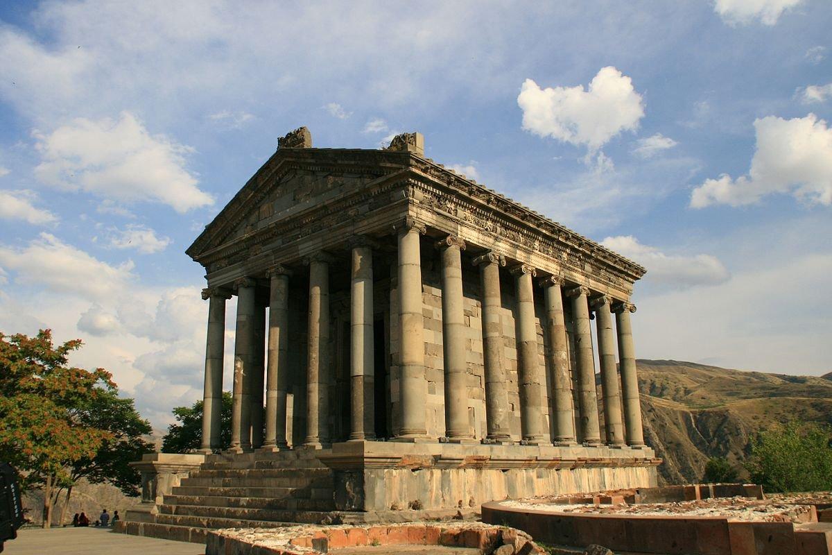 Эллинистический храм Гарни, пещерный монастырь Гегард и о. Севан
