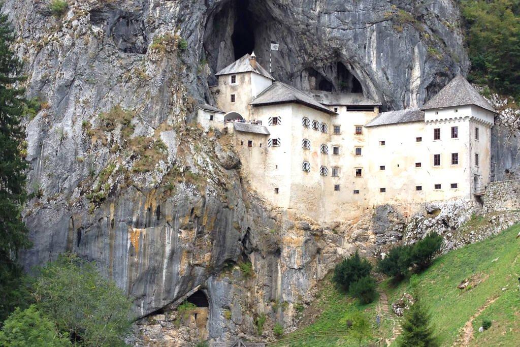 Подземный мир. Пещеры и замки