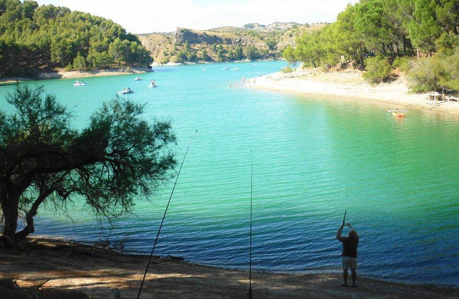 Рыбалка (пикник) на горном озере