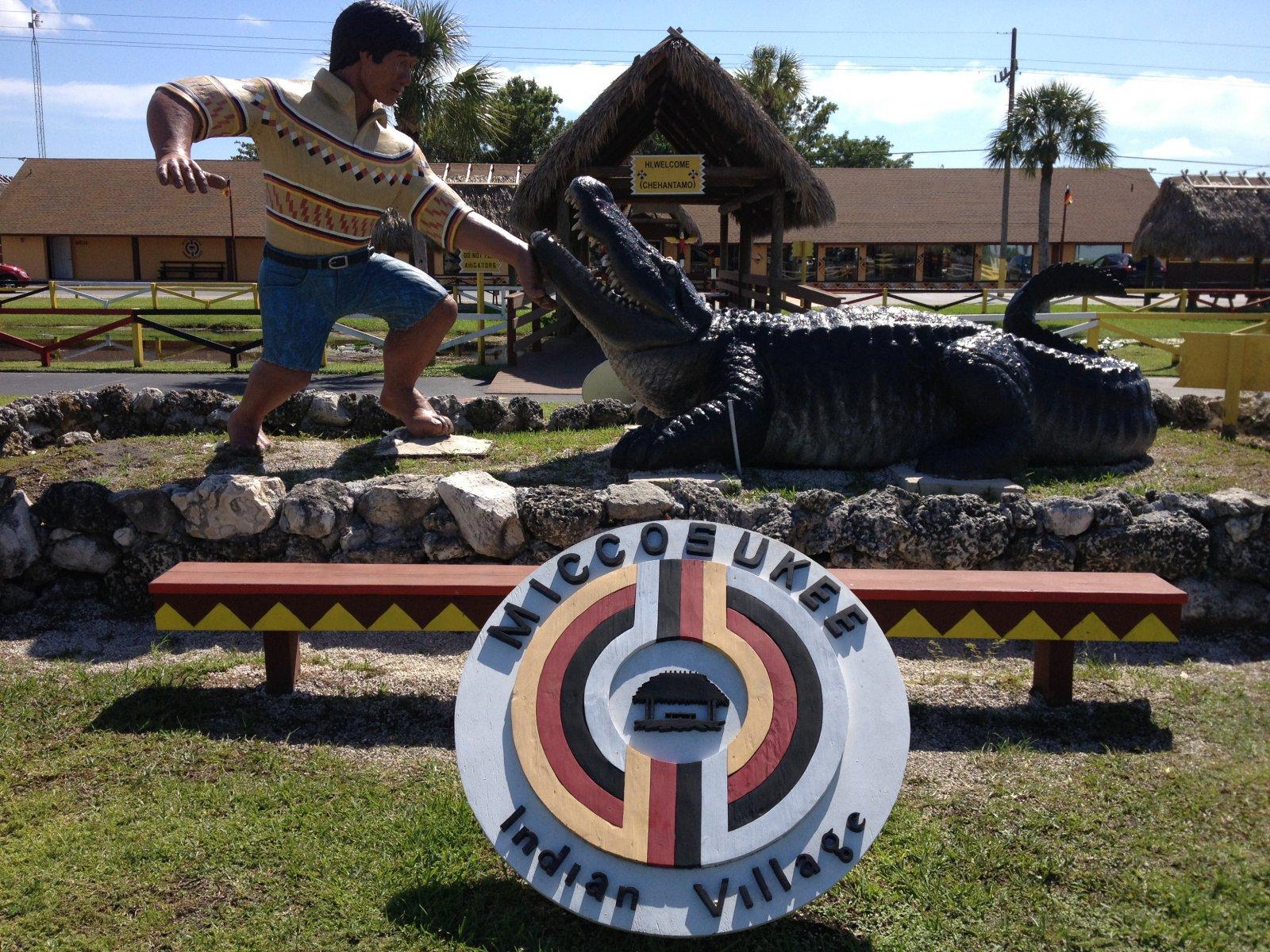Ферма Аллигаторов и Индейская Деревня (Miccosukee Indian Village)