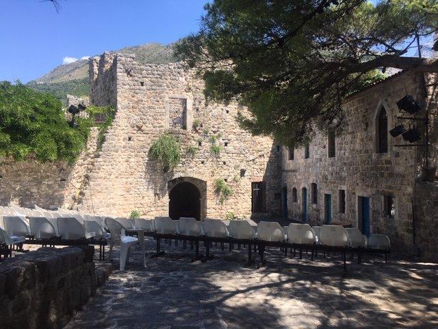 Старый Бар,средневековый Ульцын,  пляж Копакабана   и шопинг тур в Черногории