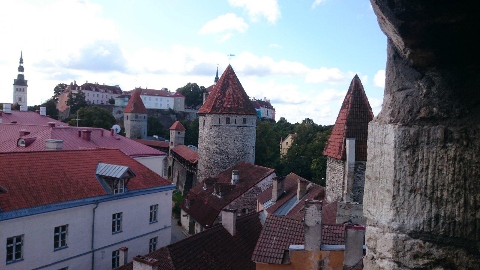 Пешеходная экскурсия по Таллину. Тишина и покой у крепостных стен