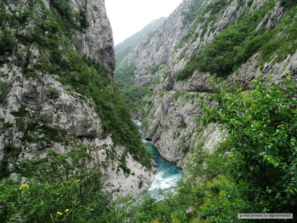 Два каньона и монастырь Морача