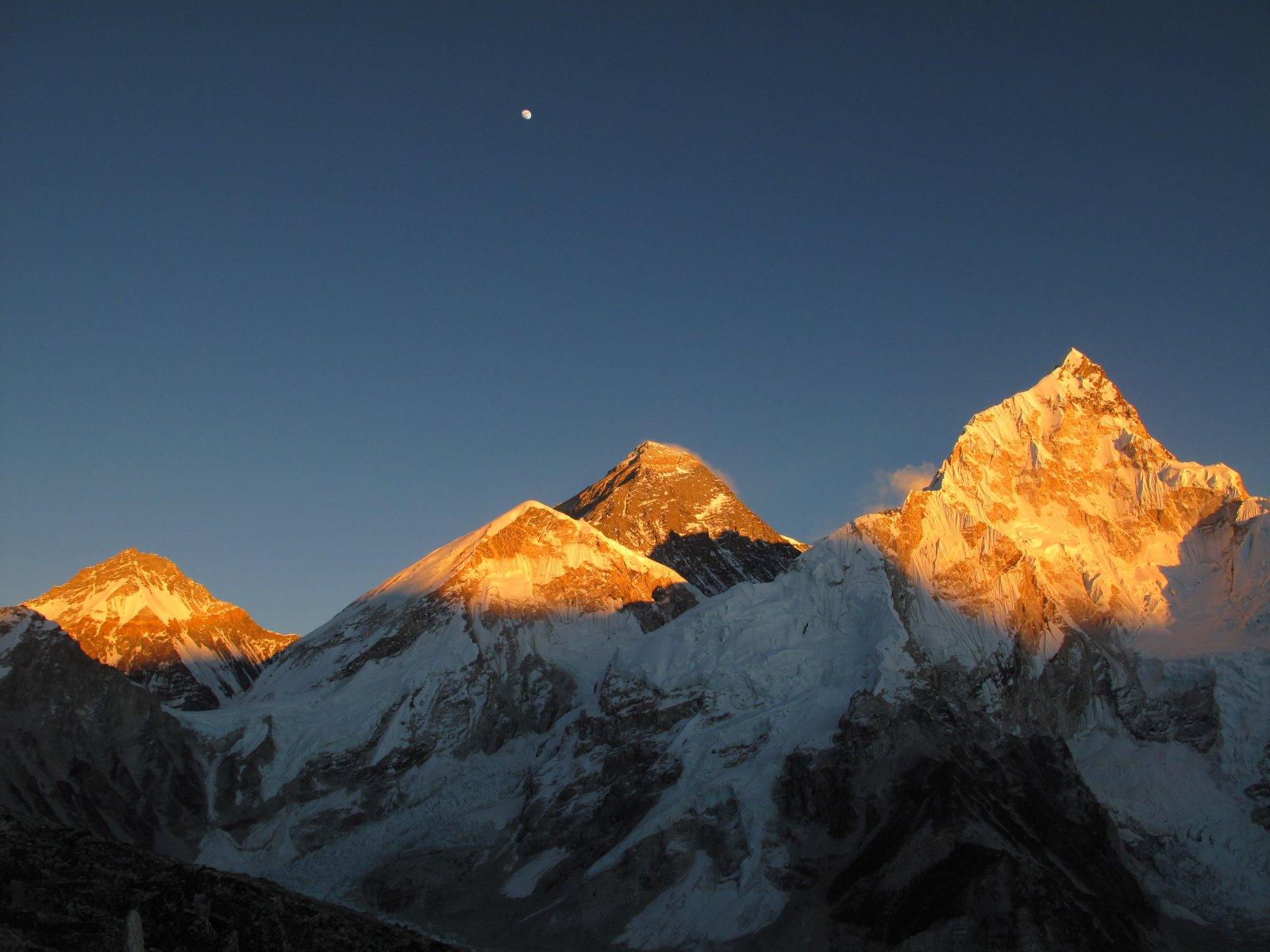 Треккинг к подножию Эвереста и восхождение на Калапаттар