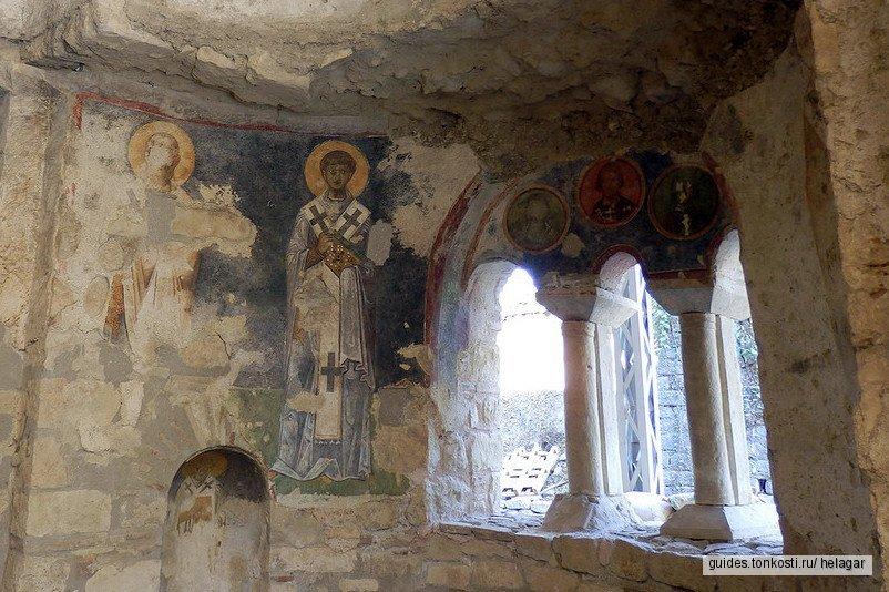 Святой Николай, античные развалины и голубые крабы