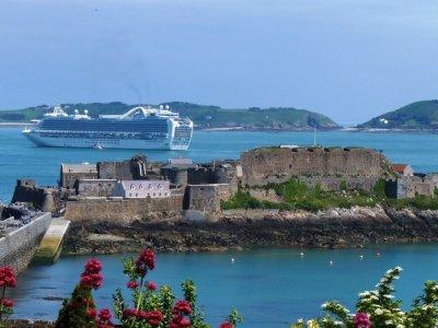 Экскурсия по острову Гернси для гостей с круизных кораблей