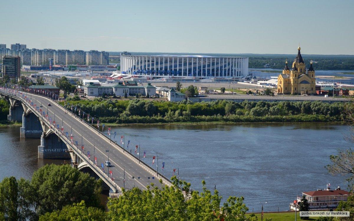 Издалека долго течет река Волга
