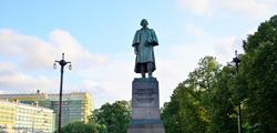 Памятник Гоголю на Гоголевском бульваре