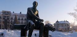 Памятник Достоевскому в Тобольске