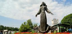 Скульптурная композиция «Ростовчанка»