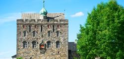 Хоконс Холл и Башня Розенкранца