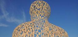 Скульптура «Странник» в Тивате