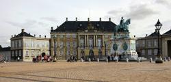 Дворец Амалиенборг
