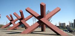 Памятник «Противотанковые ежи»