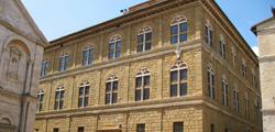 Дворец Пикколомини в Сиене