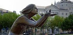 Памятник «Дарующая воду»