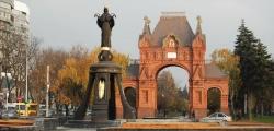 Памятник великомученице Екатерине и Триумфальная арка