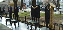 Памятник «12 стульев желаний»