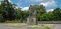 Памятник Пушкину и Арине Родионовне