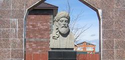 Памятник Низами Гянджеви в Чебоксарах