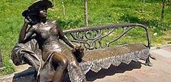 Памятник «Дама с собачкой» в Хабаровске