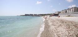 Пляж у набережной Адмирала Серебрякова