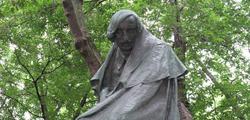 Памятник Гоголю на Никитском бульваре