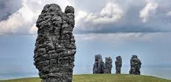 Гора каменных идолов